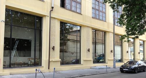 Остекление наружных витрин - весь товар лицом к покупателю, все лучшее на самом видном месте